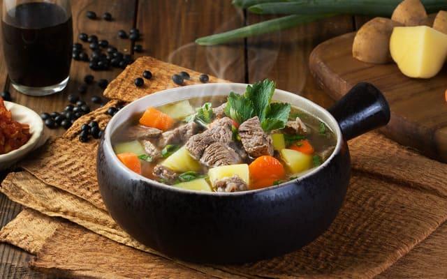 Thumbnail Resep Sop Daging Sapi Istimewa, Makanan yang Mudah Dibuat di Rumah